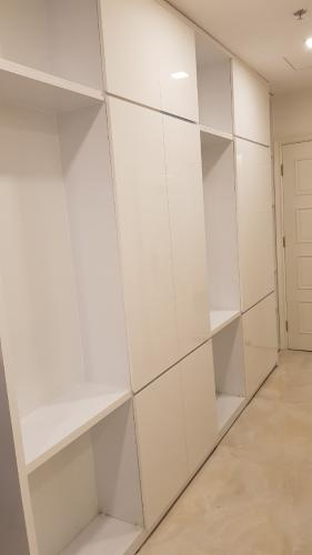 Phòng ngủ căn hộ Vinhomes Golden River Căn hộ Vinhomes Golden River đầy đủ nội thất tiện nghi, tầng cao.