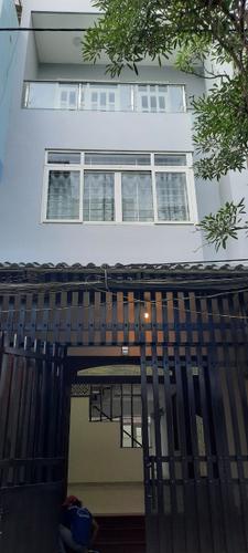 Mặt tiền nhà phố Huyện Nhà Bè Nhà phố diện tích 100m2 có sân trước và sau thoáng mát, không nội thất.