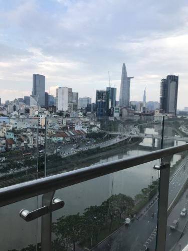 View ban công căn hộ Masteri Millennium Căn hộ Masteri Millennium đầy đủ nội thất, ban công hướng Tây Nam.