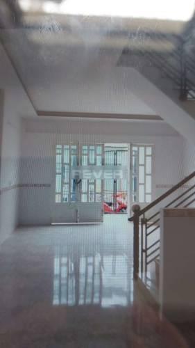 Nhà phố cửa hướng Đông thoáng mát, diện tích 52m2 vuông vắn.