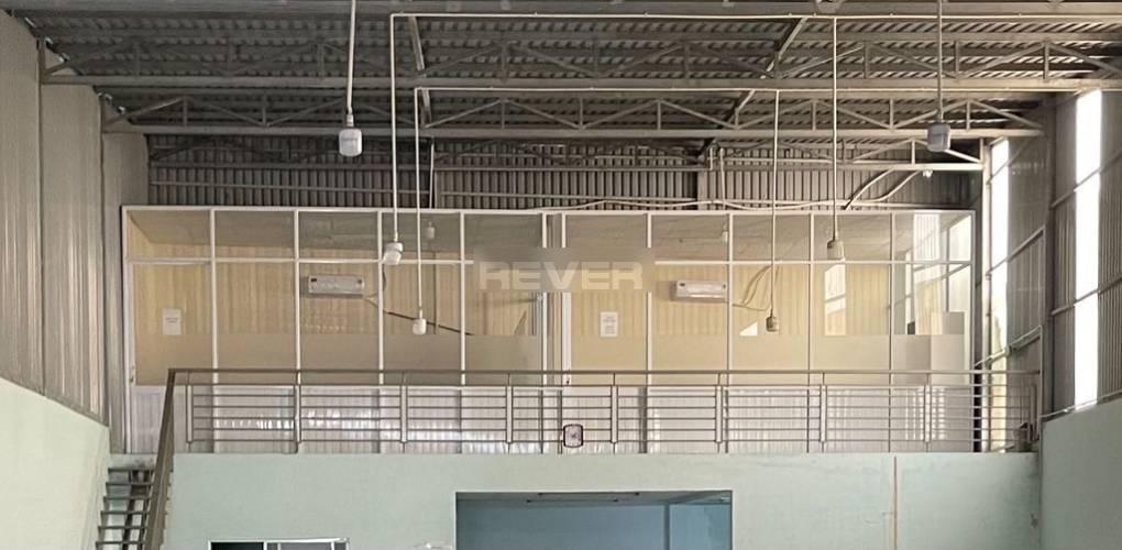 Nhà xưởng kho bãi Quận 12 Nhà xưởng kho bãi diện tích 320m2 cửa hướng Đông Nam, nội thất cơ bản.
