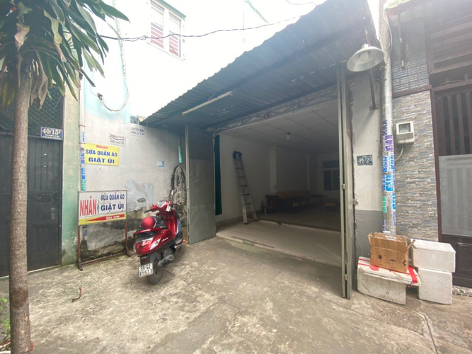 Nhà phố diện tích 64m2 cửa hướng Nam, ngay chợ Ba Bầu.