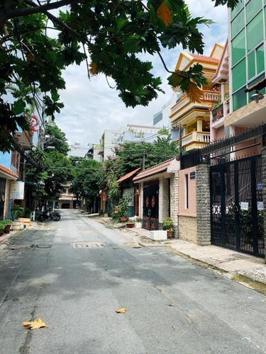 Đường trước nhà phố Quận Tân Bình Tòa nhà văn phòng diện tích 150m2, thiết kế 5 tầng đúc chắc chắn.