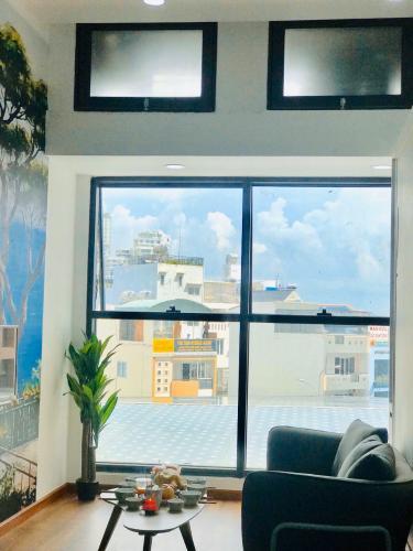 Phòng khách căn hộ The Sun Avenue Office-tel tầng thấp The Sun Avenue có thiết kế hiện đại, nội thất đầy đủ