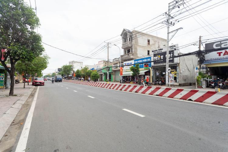 Đường trước nhà phố Huyện Nhà Bè Nhà phố mặt tiền đường Huỳnh Tấn Phát, ngay chợ Phú Xuân.