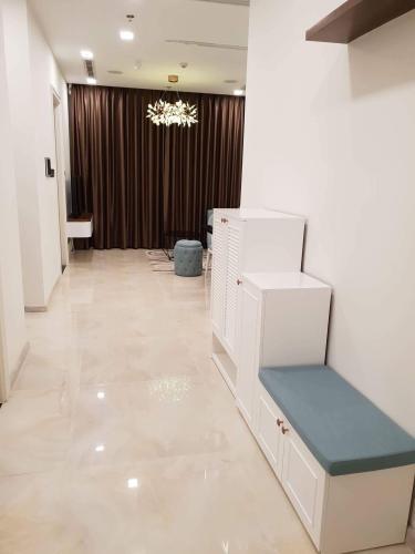 Không gian căn hộ Vinhomes Golden River, Quận 1 Căn hộ Vinhomes Golden River đầy đủ nội thất, tầng cao view thoáng mát.