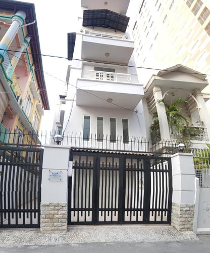 Nhà phố Quận 3 Nhà phố diện tích 106m2 có 7 phòng ngủ, khu dân cư đông đúc.