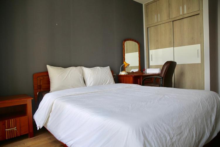 phòng ngủ căn hộ Vinhomes Central Park Căn hộ Vinhomes Central Park tầng 10 nội thất đầy đủ, sàn lót gỗ