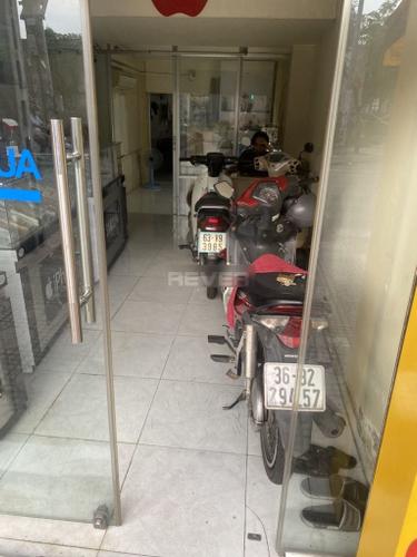 Nhà phố Quận 7 Nhà mặt tiền đường ngã 4 Lê Văn Lương, diện tích 100m2 đầy đủ nội thất.