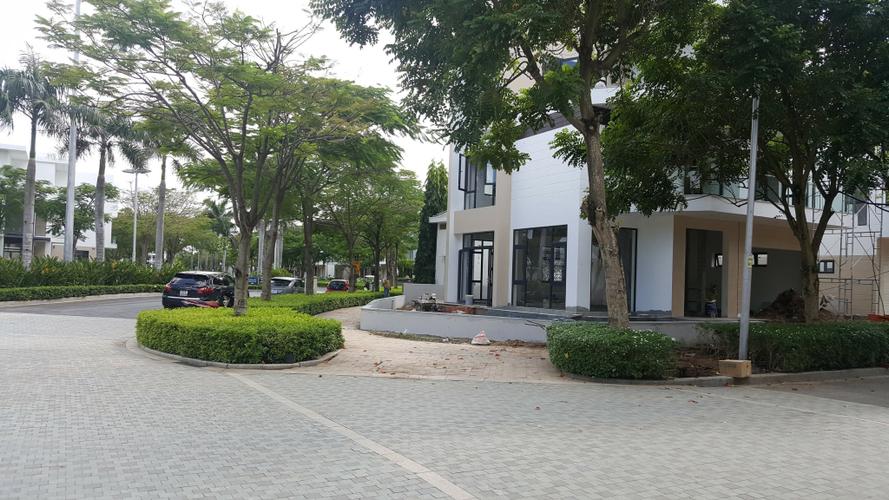 Đường trước biệt thự Quận 9 Biệt thự song lập Lucasta Villa tiện ích đầy đủ, diện tích lớn 230m2.