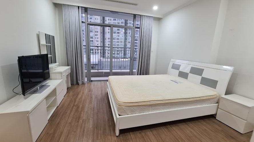 Căn hộ Vinhomes Central Park, Quận Bình Thạnh Căn hộ Vinhomes Central Park tầng 7 thiết kế 4 phòng ngủ, đầy đủ nội thất.