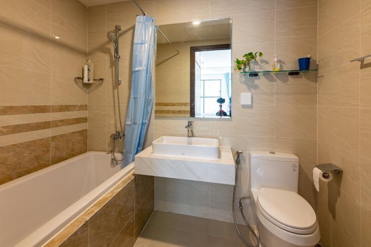 Phòng tắm căn hộ Saigon Royal Căn hộ Saigon Royal 2 phòng ngủ, view hướng hồ bơi thoáng mát.