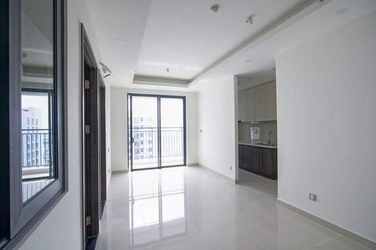 phòng khách căn hộ Q7 Boulevard Căn hộ tầng 20 Q7 Boulevard nội thất cơ bản, cửa chính hướng Đông Bắc
