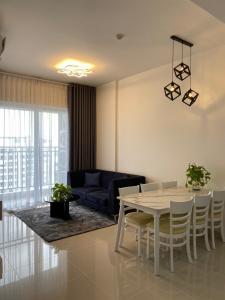 Căn hộ Sunrise Riverside tầng cao, nội thất đầy đủ.