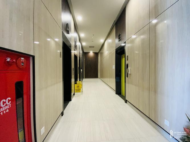 Lối đi thang máy Lavida Plus, Quận 7 Officetel Lavida Plus tầng 10 thiết kế sang trọng, nội thất cơ bản.