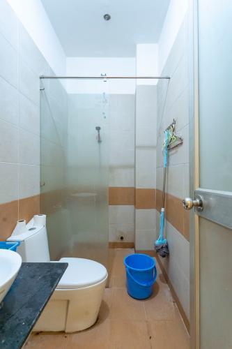 Phòng tắm nhà phố Quận 7 Nhà phố hướng Tây diện tích 4mx15m, hẻm xe hơi quay đầu 5m.