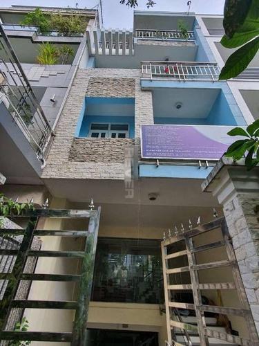 Mặt tiền nhà phố Huyện Bình Chánh Nhà phố cửa hướng Đông Nam diện tích 120m2, bàn giao đầy đủ nội thất.
