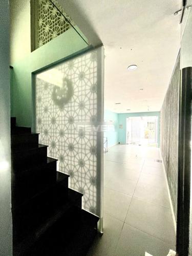 Văn phòng Quận Phú Nhuận Văn phòng diện tích 42m2 cửa hướng Nam, hẻm rộng 7m thông thoáng.