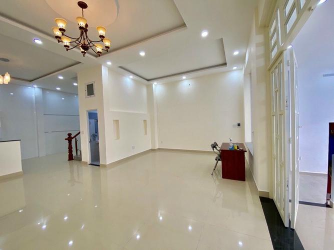 Nhà phố Quận Thủ Đức Nhà phố có 1 trệt, 2 lầu đúc chắc chắn, cách chợ Hiệp Bình Phước 500m.