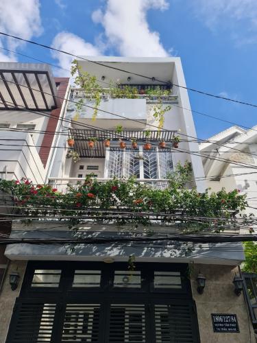 Nhà phố hẻm xe hơi đường Huỳnh Tấn Phát, thiết kế hiện đại 1 trệt 3 lầu.
