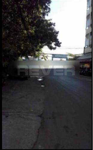 Đường trước nhà phố Quận 8 Nhà phố hướng Đông Nam mặt tiền đường Trần Thị Nơi, diện tích 80m2.