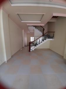Nhà phố thiết kế 1 hầm, 1 trệt và 3 lầu, khu vực vô cùng an ninh và yên tĩnh.