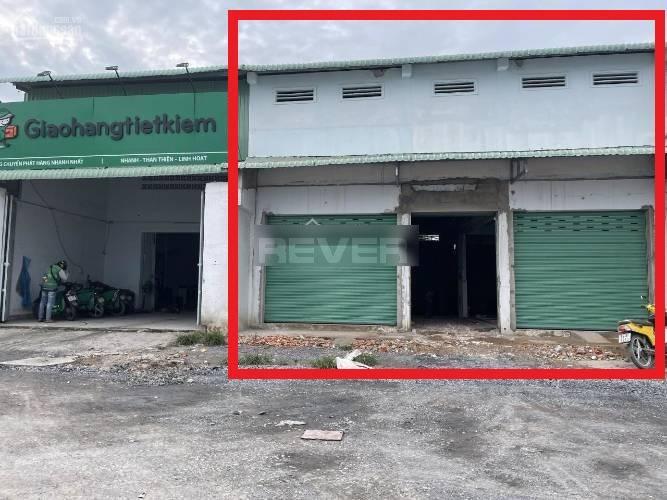 Nhà xưởng kho bãi Huyện Hóc Môn Nhà xưởng kho bãi diện tích 330m2, mặt tiền đường xe tải ra vào thoải mái.