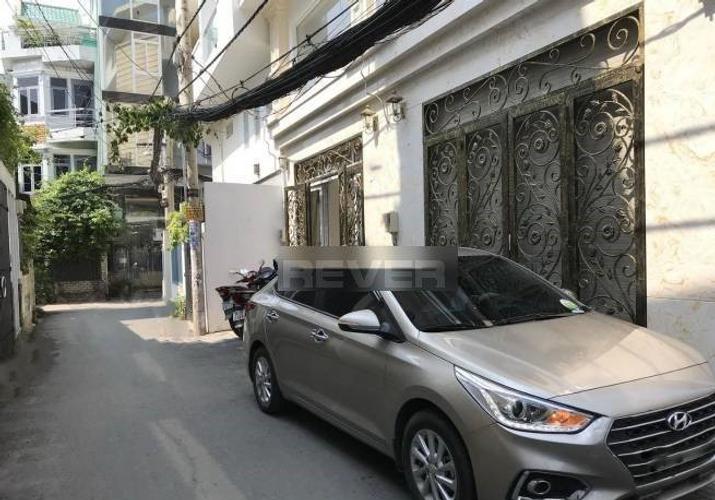 Đường trước nhà phố Quận Phú Nhuận Nhà phố thiết kế cổ điển Ý chuẩn 5 sao, khu vực dân cư an ninh và yên tĩnh.