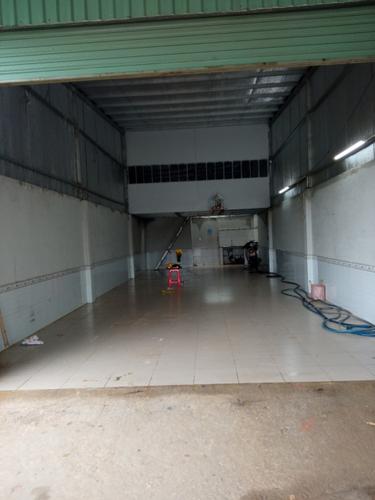 Nhà xưởng kho bãi Quận 12 Nhà xưởng kho bãi diện tích 120m2, ngay mặt tiền kênh thoáng mát.