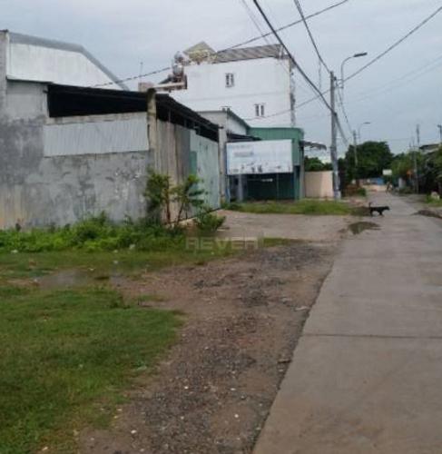 Đường trước nhà xưởng kho bãi Huyện Bình Chánh Nhà xưởng kho bãi diện tích 210m2, đường bê tông xe tải ra vào thoải mái.