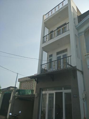 Nhà phố đường rộng 4m kết cấu 1 trệt 2 lầu 1 sân thượng, khu dân trí cao.