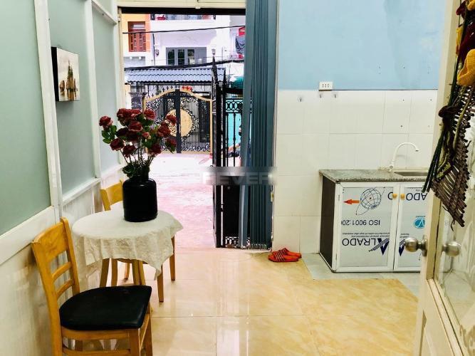 Nhà phố Quận Phú Nhuận Nhà phố kết cấu 1 trệt 1 gác hướng Nam, đầy đủ nội thất và tiện ích.