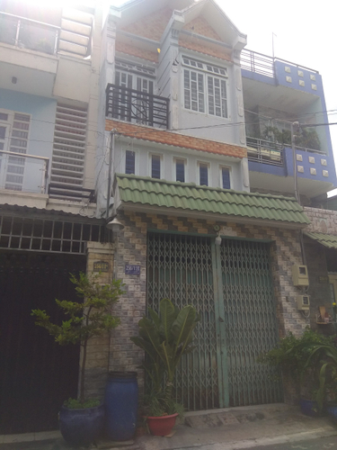 Mặt tiền nhà phố Quận Bình Tân Nhà phố kết cấu 1 trệt, 2 lầu có điện 3 pha, khu vực dân cư đông đúc.