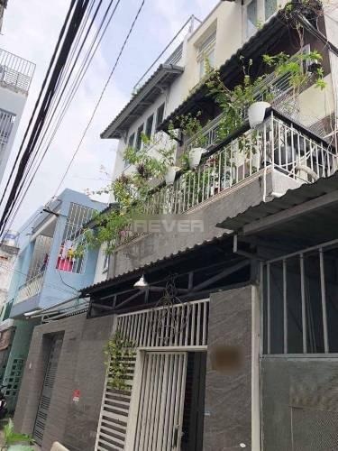 Nhà phố thiết kế 3 tầng đúc chắc chắn, khu vực dân cư hiện hữu.