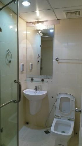Phòng tắm căn hộ Ruby Garden Căn hộ chung cư Ruby Garden tầng 8 view thoáng mát, đủ nội thất.