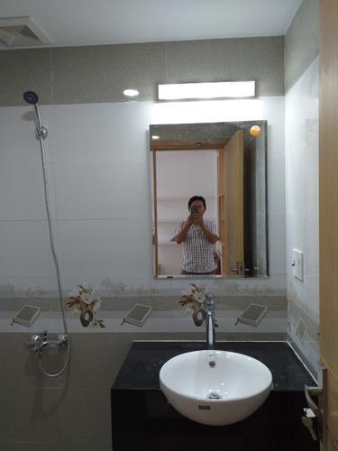 Nhà vệ sinh Saigon South Residence Căn hộ tầng 19 Saigon South Residence có 2 phòng ngủ, đầy đủ nội thất.