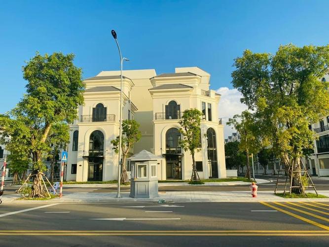 Biệt thự Vinhomes Grand Park có 1 trệt, 2 lầu và 1 áp mái, bàn giao thô.