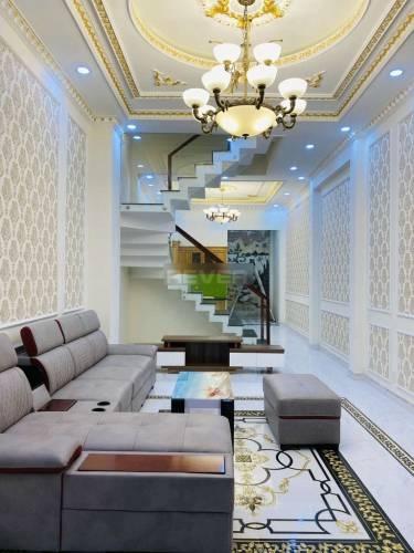 Nhà phố thiết kế 1 trệt, 2 lầu diện tích 80m2, nội thất cơ bản.