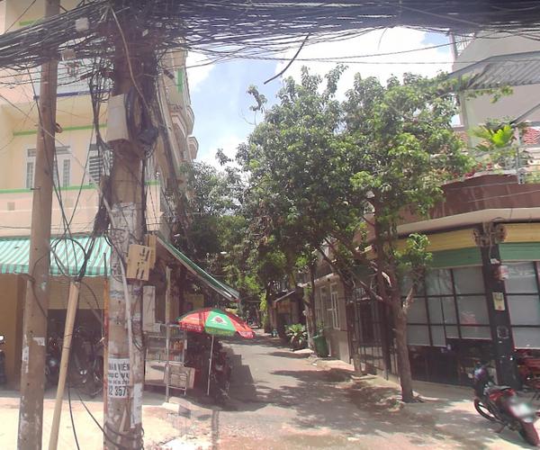 Đường trước biệt thự Quận Bình Tân Biệt thự diện tích 115m2 thiết kế 1 trệt, 2 lầu kiên cố, nội thất cơ bản.