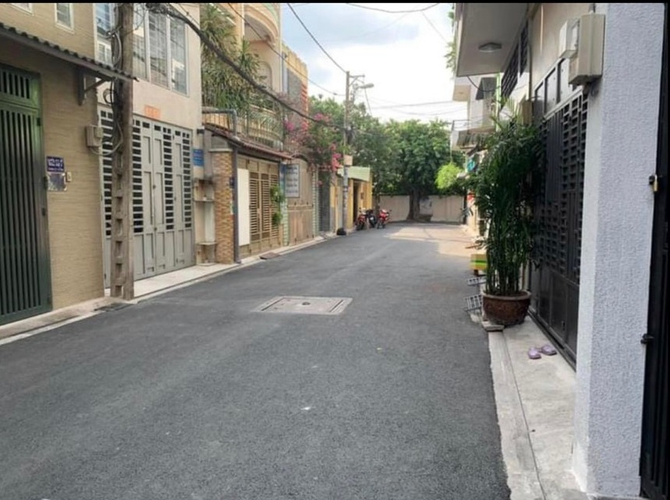 Đường trước nhà phố Quận Bình Tân Nhà phố hẻm rộng 6m đường Công Hòa, diện tích 100m2 không gian thoáng đãng.