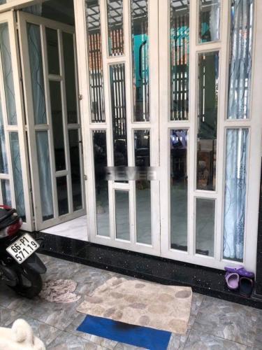 Nhà phố kết cấu 1 trệt 1 lầu hẻm đường Tôn Đản, có sổ hồng riêng.