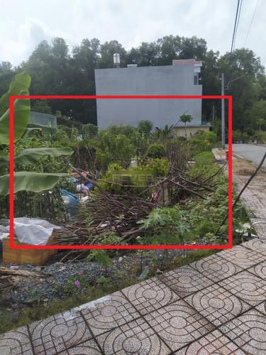 Đất nền có 2 mặt tiền đường thoáng mát, cách đường Hoàng Hữu Nam 100m.