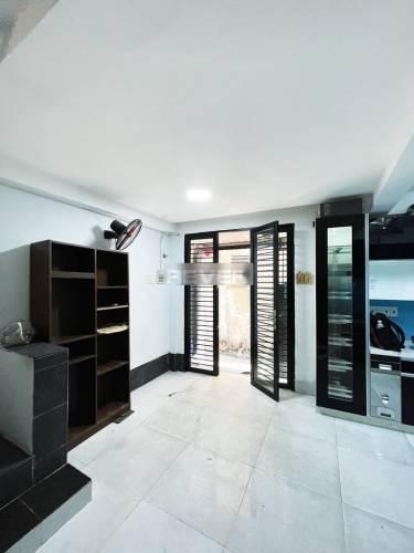 Nhà phố Quận 3 Nhà phố diện tích sử dụng 100m2 nội thất cơ bản, nội thất cơ bản.