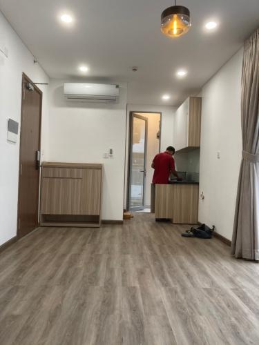 Phòng khách Masteri Millennium, Quận 4 Căn hộ Masteri Millennium hướng Đông Nam, nội thất cơ bản.