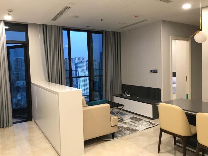 phòng khách Căn hộ tầng cao Vinhomes Golden River hướng Đông Bắc.