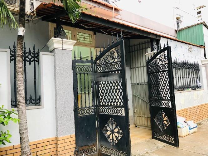 Mặt tiền nhà phố Quận Phú Nhuận Nhà phố kết cấu 1 trệt 1 gác hướng Nam, đầy đủ nội thất và tiện ích.