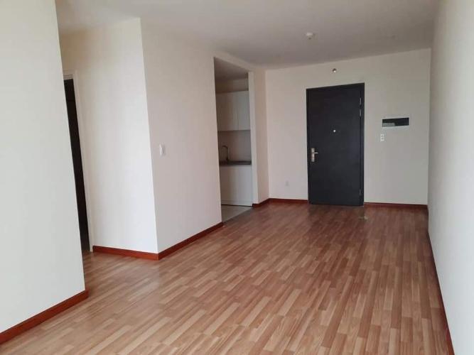 Căn hộ có 2 phòng ngủ Diamond Riverside tầng 5, nội thất cơ bản.