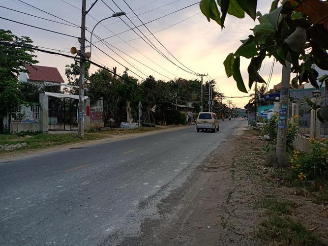 Đường trước nhà xưởng kho bãi Quận 9 Nhà xưởng kho bãi diện tích 400m2, mặt tiền đường Long Thuận.