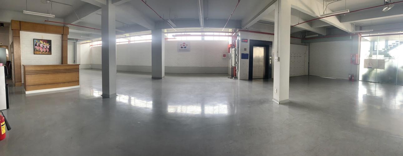 Nhà xưởng kho bãi diện tích 550m2, đầy đủ mọi dịch vụ trong kho.