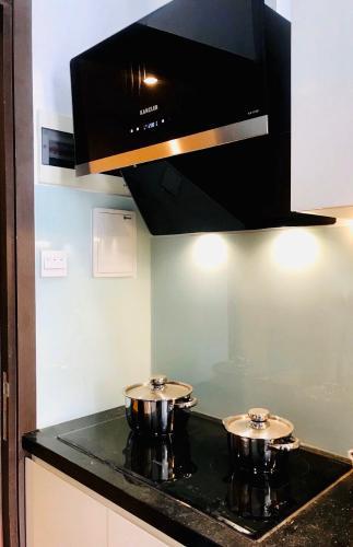 Nhà bếp căn hộ The Sun Avenue Office-tel tầng thấp The Sun Avenue có thiết kế hiện đại, nội thất đầy đủ